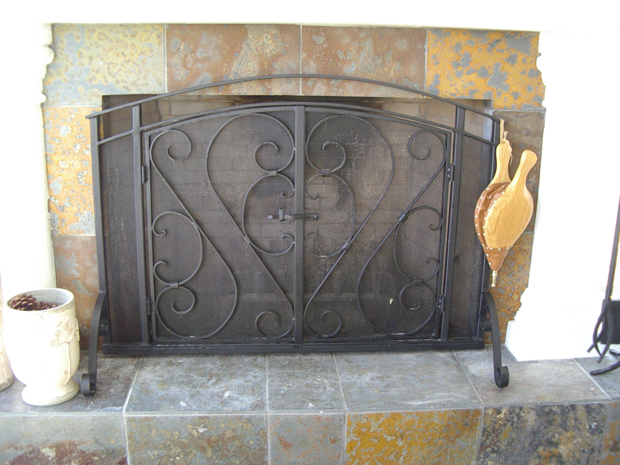 Outdoor fireplace screen